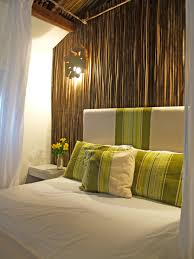 bedroom with brown wallpaper decorating room ideas general bamboo wall looks so peaceful mi casa pinterest bamboo wall