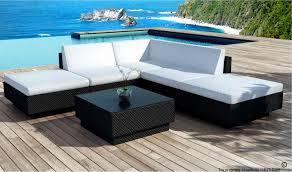 canapé jardin salon de jardin design en resine tressee coussins noirs