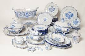 decor dishes set for relaxed weeknight meal with family and