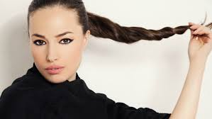 ponytail hair 10 curly hair ponytails to change up your look stylecaster