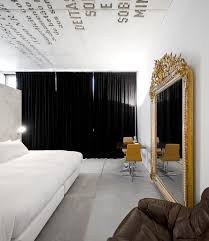 In The White Room With Black Curtains Suite Avenue Pb Casa Do Conto