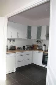 cuisine blanche mur framboise awesome déco pour cuisine grise 14 indogate deco cuisine