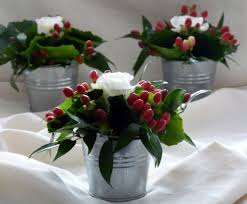 how to arrange flower as table decoration christmas table