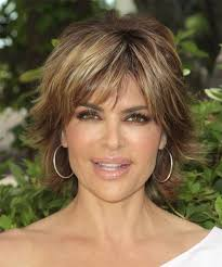 what is the texture of rinnas hair lisa rinna short straight casual shag hairstyle with razor cut