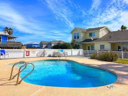 lazy pelican pool close to town and homeaway port aransas