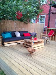 Patio Furniture Made Of Pallets - terrasse exterieure en palettes outdoor deck made out of pallets