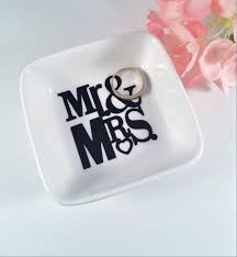 wedding gift jewelry 36 best engagement gifts images on engagement gifts