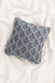 25 throw pillows winter edition