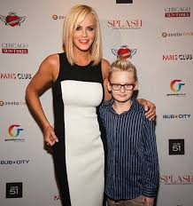 does jenny mccarthy have hair extensions with her bob actress jen mccarthy and son evan who has autism jen wrote a