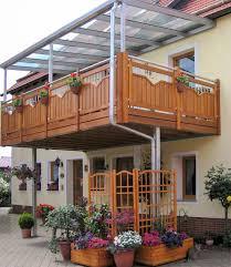 holzgelã nder balkon wohnzimmerz holz für balkon with bodenbelag fã r balkon und