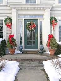 Door Decorations For Winter - 25 beautiful christmas wreaths and garlands winter door