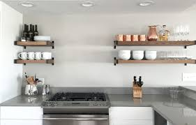 decoration en cuisine idée décoration cuisine avec rangements ouverts