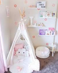 tipi pour chambre décoration simple et épurée pour chambre bébé fille un joli tipi