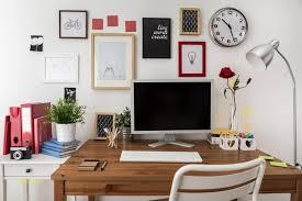 mettre sur le bureau maison en bois en utilisant le bureau design 25 idées déco