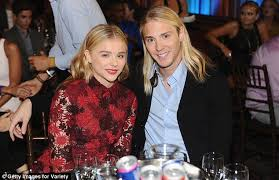 justin bieber and chlo grace moretz dating what if justin bieber named ch of charity at young hollywood awards