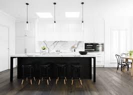cuisine sol parquet design interieur crédence cuisine moderne îlot noir sol parquet