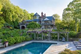 bruce willis drops 9m to join celebrity coven in bedford n y