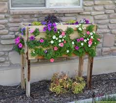 Flower Planter Ideas by 17 Creative Diy Pallet Planter Ideas For Spring Diy Projects