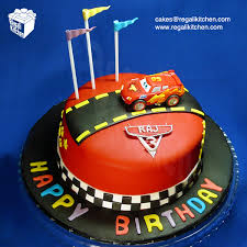 lightning mcqueen birthday cake disney cars 2 cake and cupcakes