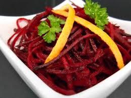 cuisiner des betteraves rouges betteraves rouges crues rapées recette ptitchef