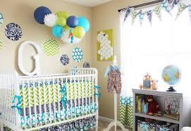 chambre enfant vert chambre enfant déco chambre bébé vert bleu pois chevrons déco