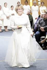 amish wedding dress here come the brides news sports the sentinel
