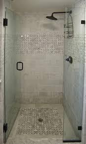 miror with brown frame shower headb cornershelving bathtub windows