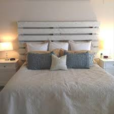 Making A Platform Bed From Pallets by Best 25 Wood Pallet Headboards Ideas On Pinterest Pallet