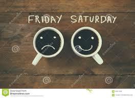 imagenes de feliz sabado vintage taza de café con las caras tristes y felices al lado del fondo de la