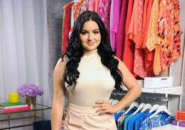 see ariel winter u0027s daring look at the emmys 2017 extratv com