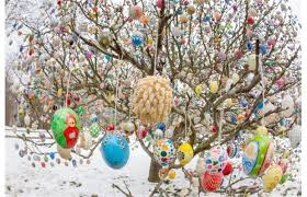 german easter decorations german volker kraft takes the time every year to decorate an