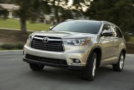toyota highlander reviews luxury without the label 2014 toyota highlander goes for an