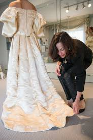 bride wars wedding dress bride is 11th woman in her family to wear 120 year old wedding