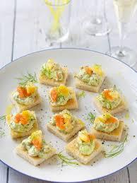 recette canapé apéro canapés de crème de saumon fumé à l avocat recette fromages