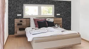 Schlafzimmer Braunes Bett Satteldachhäuser R 111 20 Www Fingerhuthaus De