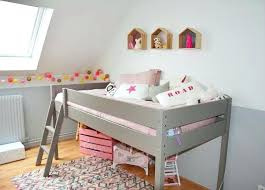 chambre bébé mansardée chambre fille deco daccoration chambre enfant decoration