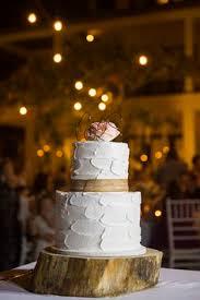 wedding cake surabaya three tier wedding cake decorated with fresh flowers two dog