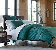 exemple de chambre peinture murale exemple chambre bleu canard lit en bois à