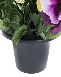 composition florale avec des roses composition florale pensées et roses artificielles blanches et