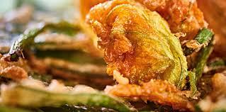 comment cuisiner les fleurs de courgettes beignets de fleurs de courgette et d aromates facile et pas cher