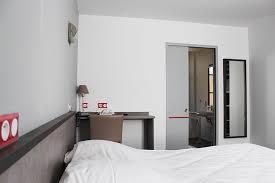 chambre handicap chambre handicapé hôtel sainte suzanne