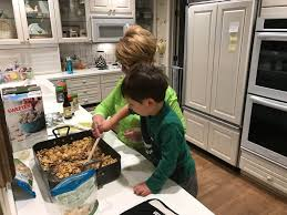 how toddlers can help in the kitchen mom to mom nutrition
