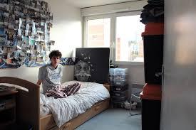 chambre jeune homme design dans la chambre des jeunes français qui vivent toujours chez leurs