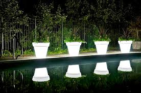 choose and buy illuminated planters for an outdoor decoration
