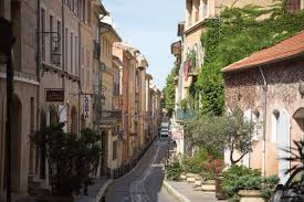 aix en provence file aix en provence street jpg wikimedia commons
