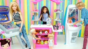 dolls playing at the barbie game arcade playset with real claw