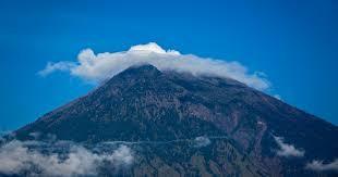 bali volcano more than 75 000 flee mount agung as eruption fears grow