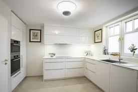 fliesenspiegel k che verkleiden weiße hochglanz küche welche fliesen weise kuche terracotta design