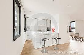 cuisine blanche parquet impressionnant cuisine moderne parquet idées de design maison et