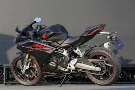 honda cbr sports bike honda cbr250rr easily exceeds 100 mph in early tests